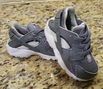 c204aa4c1ab5 Infant Toddler NIKE Huarache Size 5c shoes boys girls baby Gray Tennis  running
