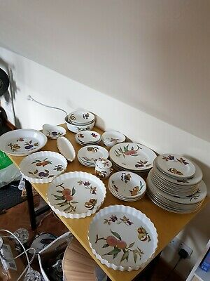 Quantity Of Royal Worcester Evesham Oven To Table Ware