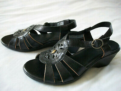 83dc3bdc677 Girls Sz 5 Black Leather Open-Toe Buckle Wedge-Heel Sandals by Clarks  Bendables