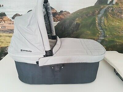 Uppababy Vista Carrycot in Mica Silver