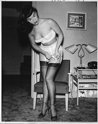 BETTIE PAGE PIN UP Original EARLY 50's B&W PHOTOGRAPH / L. Burtman's