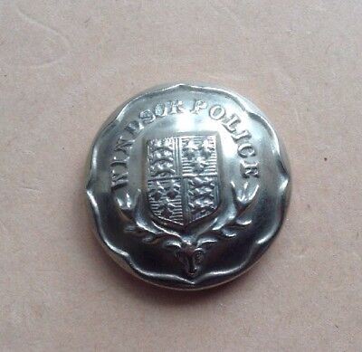 Windsor Police - White Metal Button - Coat Of Arms - Superb