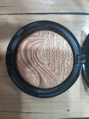 Mac Extra Dimension Skin Finish Highlighter 9g New without box 'Global Glow'