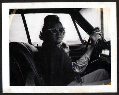 CAT EYE SUNGLASSES & FUNKY HAIRDO WOMAN SCOWLS in CAR ~ 1950s POLAROID PHOTO