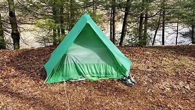 """Eureka Outfitter 4 person 8'6""""x6'10""""x4'10"""" Tent Good Condition"""