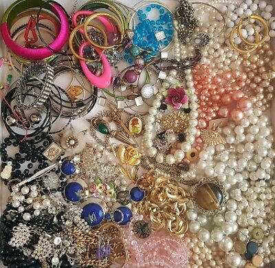 Vintage Jewellery Job Lot Necklaces Brooches Earrings Bangles Some For Repairs