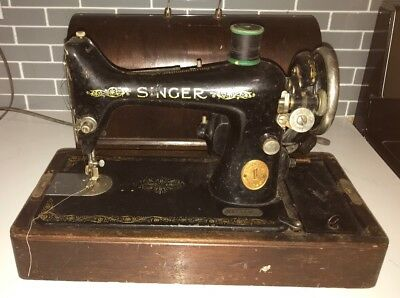 Antique Singer Sewing Machine  B.T.7. Made in 1920 With Wood Case & Key