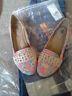 New womens beautiful studded floral cushion flats shoes, size 6, memory foam