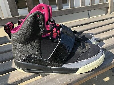 68e8e7059 Nike Air Yeezy Blink Black Pink 2009 Size 10.5 100% AUTHENTIC Kanye West