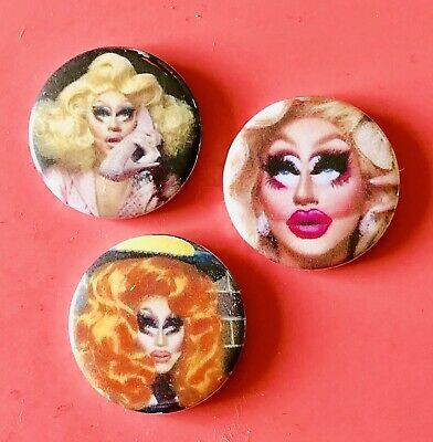 LARGE TRIXIE MATTEL RU PAULS DRAG RACE 58MM BUTTON PIN BADGE