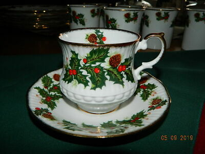 "Queens ""Yuletide"" Tea Cup & Saucer Rosina China Co. Fine Bone China England"