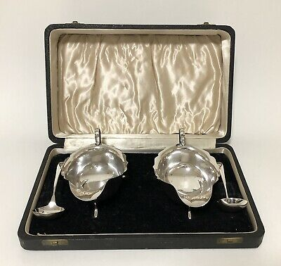Pair of Antique Solid Sterling Silver Sauce Gravy Boats and Ladles in Fitted Box