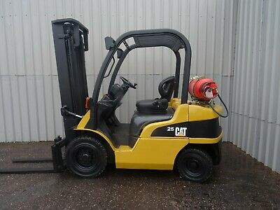 CAT GP25N. 3700mm LIFT USED GAS FORKLIFT TRUCK. (#2410)