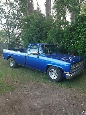 1984 GMC (Chev C10) long bed pick-up truck