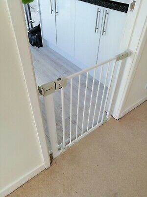 CHILD/DOG GATE. Safety 1st SecurTech Simply Close Metal Gate, White