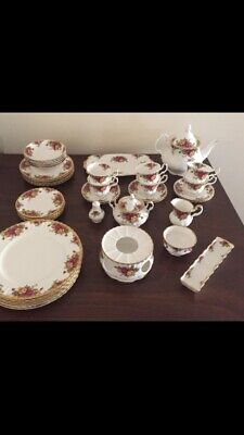 Royal Albert Old Country Roses (1962)Bone China 43 piece set vintage As New