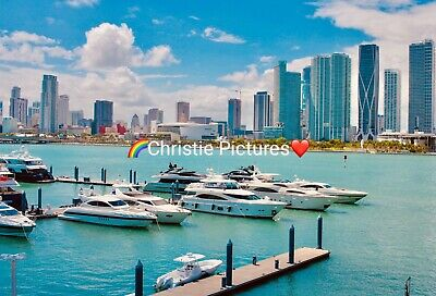 Beautiful Digital Picture Image Photo Wallpaper Screensaver Boats Buildings
