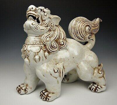EXQUSITE ANTIQUE JAPANESE SHISHI STATUE Porcelain Guardian Lion Dog Meiji Hirado