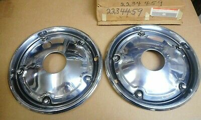"""2234459 NOS 1967 - 1972 NOS Chevy / GMC Truck 4WD 15"""" Full Front Hubcaps (PAIR)"""