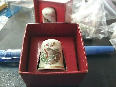 PALISSY THIMBLE MADE IN ENGLAND C1950's BIRD THEME GOOD CONDITION