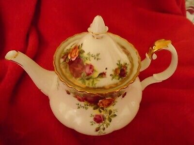 Royal Albert Old Country Roses ****A STUNNING TEAPOT MEDIUM SIZE 1ST QUALITY ***