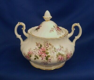 A Royal Albert 'Lavender Rose' Sucre/Lidded Sugar Bowl