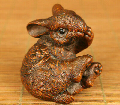 Chinese old boxwood lovely rabbit statue figure netsuke Hand piece table deco