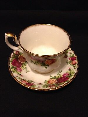 Vintage ROYAL ALBERT Old Country Roses Tea Cup and Saucer 1962 Made in England