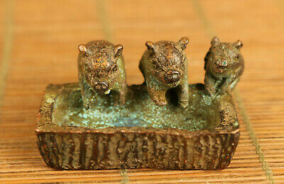 Rare old copper hand carving luck three pig eat statue figue netsuke decoration