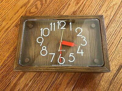 Vintage 1978 SPARTUS Wall Kitchen Clock, faux wood frame. Very Nice and retro!