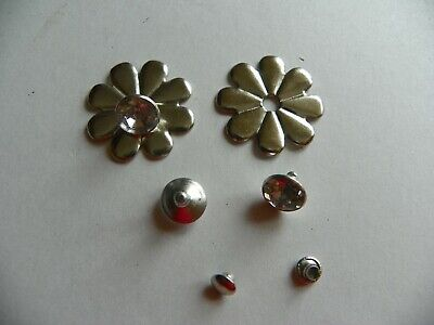 10 x SILVER FLOWER WITH GLASS FACETED STUD CONCHOS 25x5mm