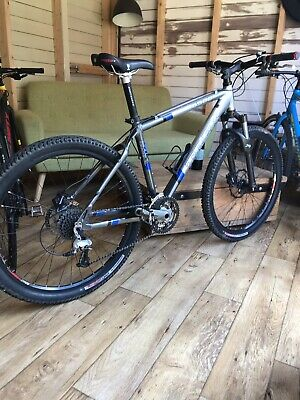 50f830e0180 ... Large frame with hydraulic disc brakes and lockout.