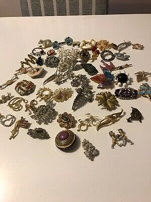 a8666a9891e job lot of 55 mainly vintage brooches all various Costume Jewellery