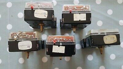 Vintage Kundo Clock Movements Battery Electric Clockmakers Spare Parts Untested