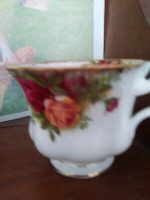 """Royal Albert Bone China England 1962 """"Old CountRy Roses"""" Coffee Tea Cup Footed"""