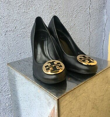 cfe56127bcb8 Tory Burch Sz 8.5 Sophie Wedge Black Gold Logo Medallion Women's Shoes EUC