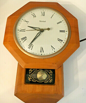 Vintage United electric wall clock wood frame Model #59 USA