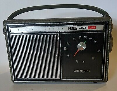 Aiwa AR-142 11 Transistor Solid State AM FM Radio Vintage Japan Works Good