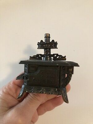 Vintage Miniature Diecast Metal Stove Cooker Pencil Sharpener Made In Hong Kong