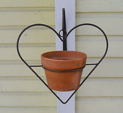 Primitive Lrg Vtg Iron Heart Shaped Potted Plant Wall Bowl Hanger Flower Planter