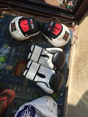 MAXX PRO BOXING GEAR. 16 Oz BOXING GLOVES. REX LEATHER With Gloves Pad