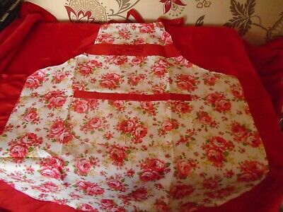 Old Country Roses  Inspired Rosebud Apron / Pinafore New Unused ***