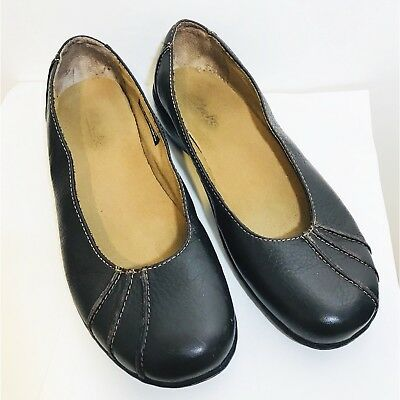 CLARKS Women's Leather Flats Slip On Leather Upper Close Toe Shoes Size 8.5