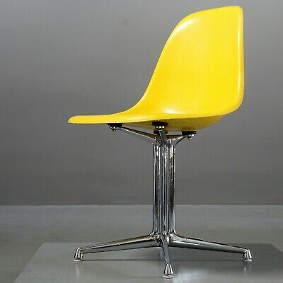 1 von 2 Eames Fiberglas Side Chair Canary Yellow, Herman Miller/ Vitra La Fonda