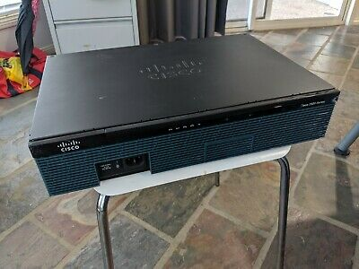 CISCO 2911 with SM-SRE-910-K9 + DUAL 500GB