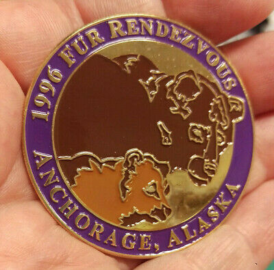 1996 Anchorage Alaska Fur Rondy Rendezvous Collectors Large Pin -Grizzly & cub