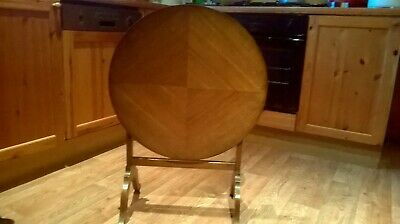 Antique Regency round tilt top side table in nice condition