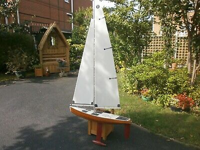 MARBLEHEAD CLASS YACHT - Radio Controlled Model : Stands 7 Foot with