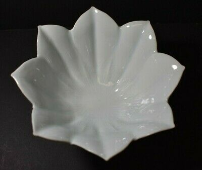 Japanese Arita Ware Bowl, Carved Lilly