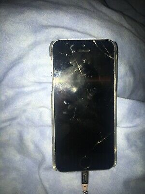 Silver iphone 5s, 16GB, Broke And Comes With iPhone Case (Spares And Repairs)